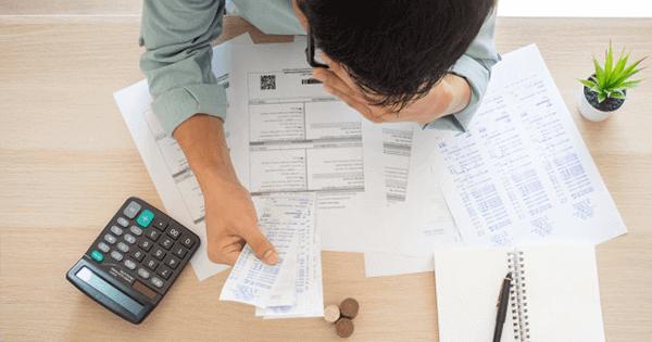 Akibat tidak hemat dalam penggunaan listrik, tagihan listrik bulanan rumah Anda menjadi membengkak